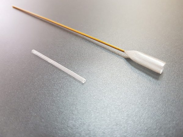 Microcatheter sample flute